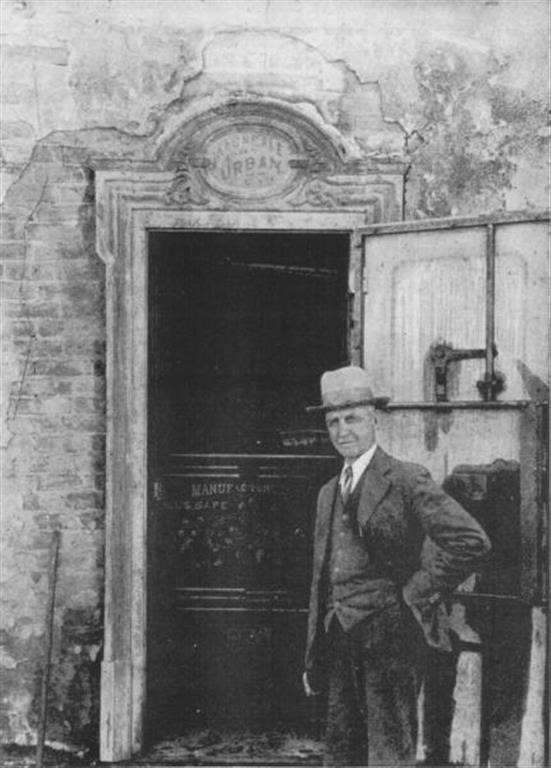 J. S. Cain and the safe - 1932 | Bodie.com